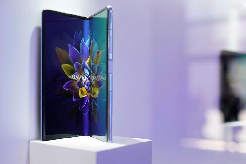 Huawei lansează un telefon de 2.800 de dolari după ce în 2020 vânzările sale au crescut foarte puţin