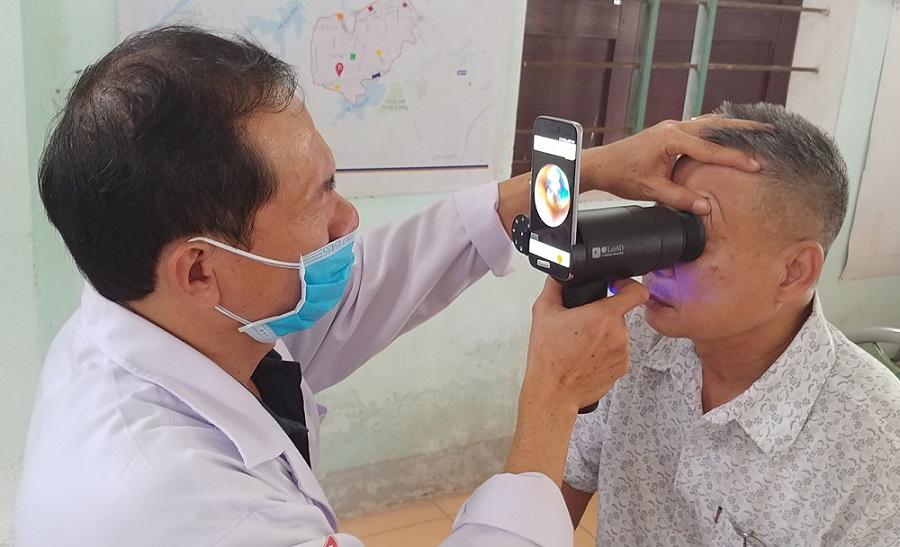 Samsung EYELIKE™ reutilizează camerele smartphone-urilor Galaxy pentru a crește accesibilitatea în zona de îngrijire oftalmologică