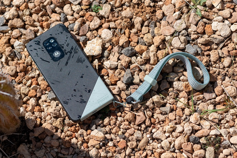 Motorola relansează smartphoneul rezistent Defy