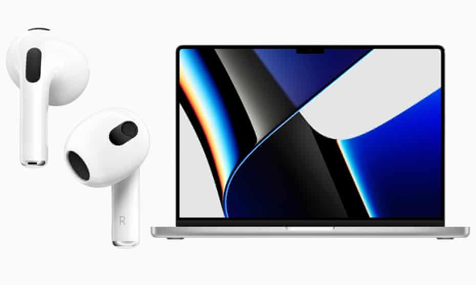 Apple a lansat luni două modele noi de MacBook Pro şi o nouă generaţie de căşti wireless AirPods